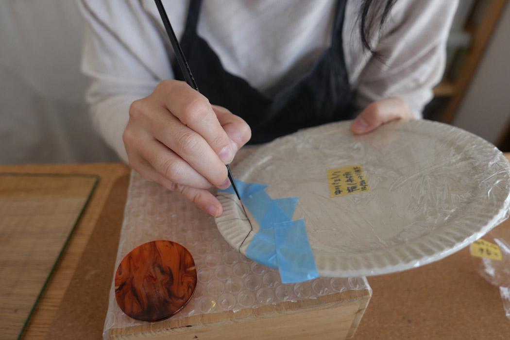 ブログVol1より 樋口麻耶さんの金継ぎ作業風景
