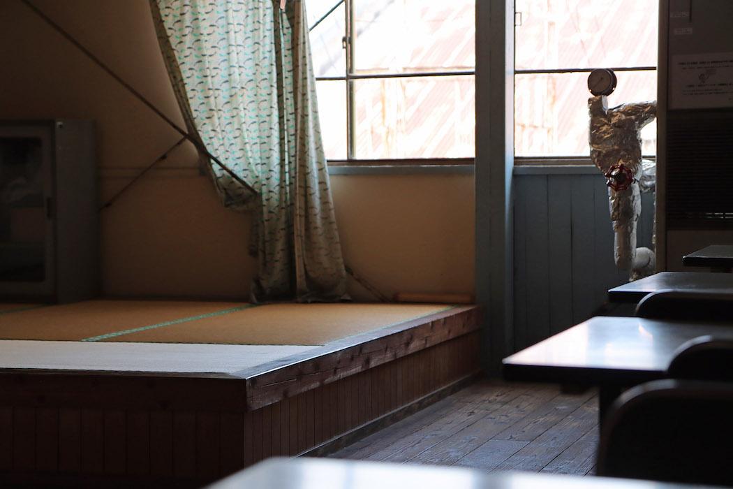 工場スタッフの休憩室、久留米の職人に作ってもらった畳が敷いてある